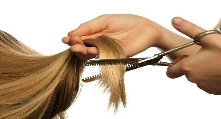 قص أطراف الشعر