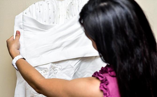 الاعتناء بفستان الزفاف