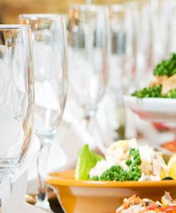 كيف تكون خدمات طعام زفافك مثالية؟
