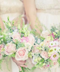 أجمل الأزهار تزين حفل زفافك