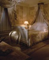 اختاري غرفة نوم الأحلام الذهبية