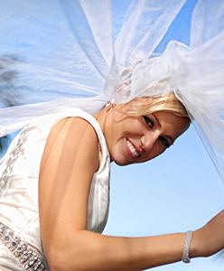 اجعلي صور زفافك أجمل باختيار المكياج الأجمل لك