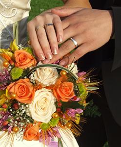 كيف أختار خاتم الزواج الذي يليق بإصبعي
