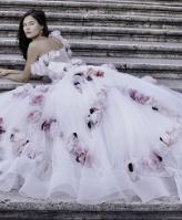 نصائح مهمة لاختيار فستان عرس بذيل طويل
