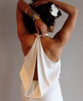 معايير مهمة لارتداء فستان الزفاف مكشوف الظهر