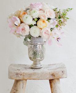 اجعلي حفل زفافك مميز بأزهاره