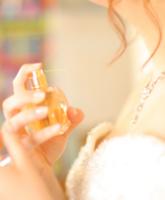 كيف أحصل على رائحة عطر دائمة في يوم الزفاف