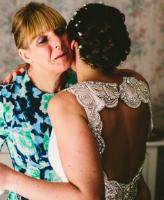 أفكار جديدة لاستخدام فستان زفاف والدتك في حفل زفافك
