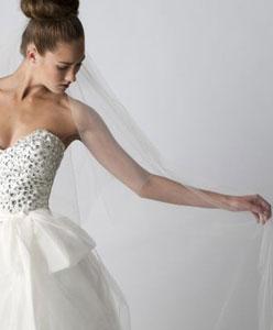 كوني متميزة واختاري فستانك الذي تحلمين به