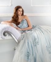 فستان الزفاف الملون لإطلالة متميزة