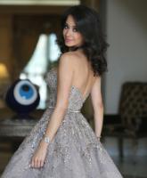 اختاري فستان ملكه المناسب لك