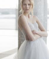 العروس القصيرة..ما هي الفساتين التي تناسبك؟