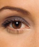علاج الهالات السوداء تحت العينين للعروس