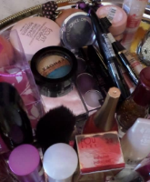 أدوات التجميل الواجب وجودها في حقيبة شهر العسل