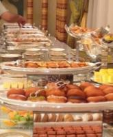 ماذا ستقدمان البوفيه أو العشاء للضيوف فى حفل الزفاف
