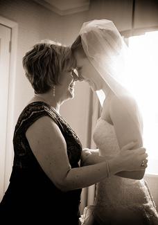 لحظات مؤثرة في حفلات الزفاف